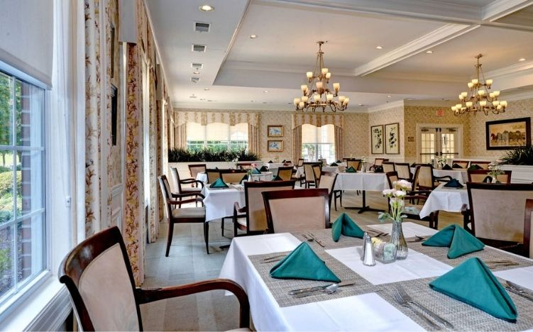 The common area dining room of the Retirement Community Verena at the Reserve