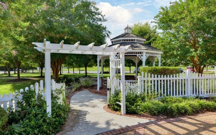 The gazebo on the patio area of the Retirement Community Verena at the Reserve