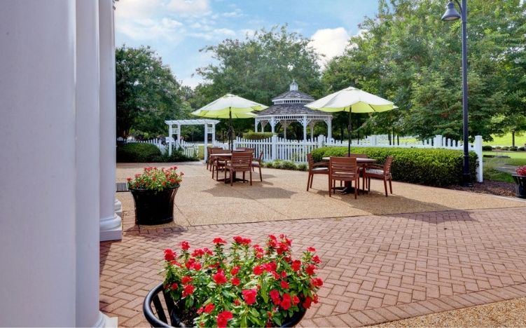 The patio area of the Retirement Community Verena at the Reserve