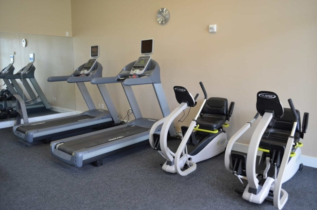Gym and exercise facilities at the Retirement Community Parc Place in Bedford, TX