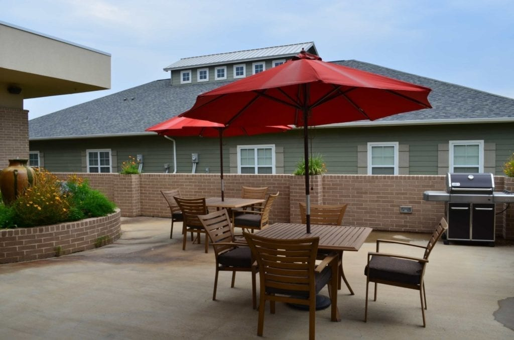 Barbecue area of the Retirement Community Parc Place in Bedford, TX