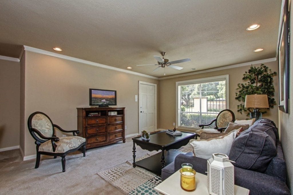 Typical apartment living room with TV at the Active Adult Community Meadowstone Place in Dallas, TX